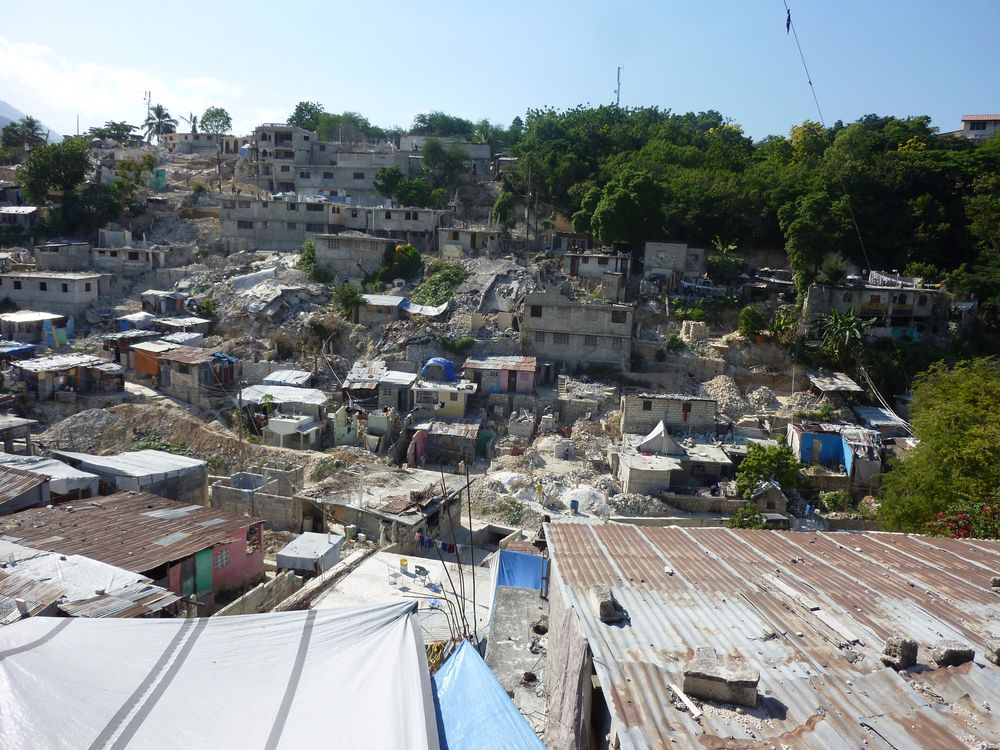 Aid in urban contexts: case studies in Nepal and Haïti [...]