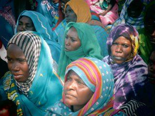 Visage de femmes voilées en groupe