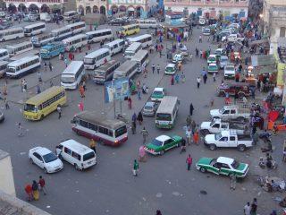 Gare urbaine dans une ville d'Afrique